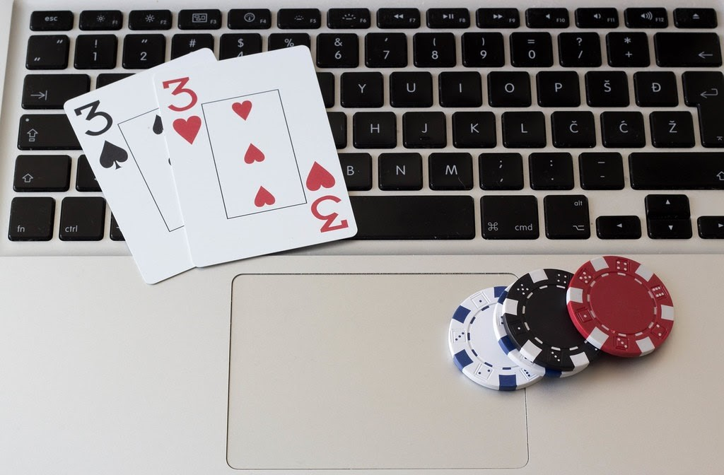 Why Do We Love to Play in Online Casinos?